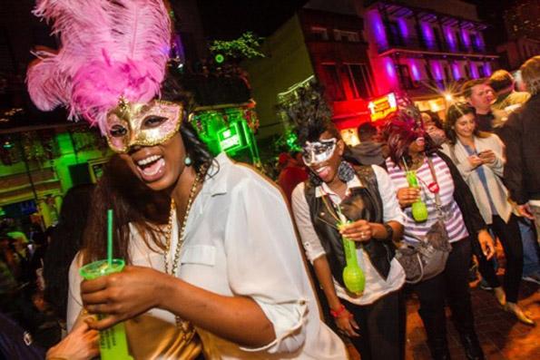 Während des Mardi Gras herrscht in New Orleans riesige Feierlaune vor.