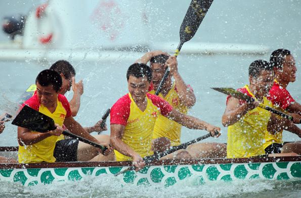 Auf dem Nam Van See in Macau steigt im Juni wieder das Drachenboot-Festival Tun Ng.