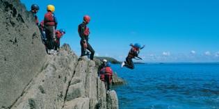 Coasteering – der faszinierende Adrenalinkick an der Küste von Wales