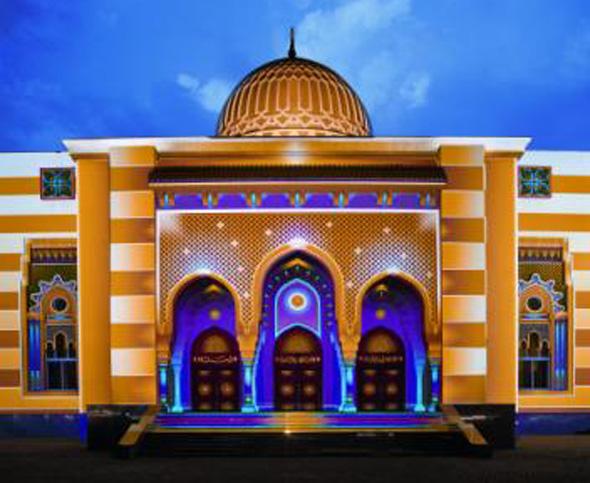 Die Farbenspiele des Festivals lassen Sharjah in einem ganz anderen Licht erscheinen.