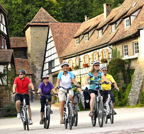 Auf abwechslungsreichen Routen radeln Urlauber in der Ferienregion Kraichgau-Stromberg entlang von Flussläufen und Seen, durch Weinberge, Wälder und mittelalterliche Städtchen. (Foto: Jan Bürgermeister)