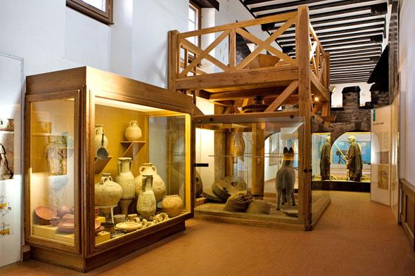 Ein Rundgang durch das Saalburgmuseum gibt den Besuchern einen guten Einblick in die Geschichte, Kultur und Lebensart der Römer. (Foto: djd)