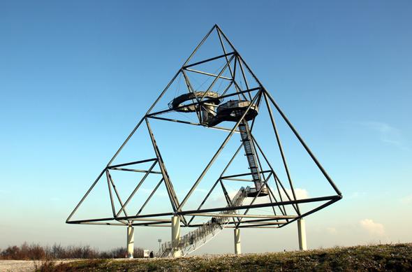 Ein ungewöhnliches und spektakuläres Stück Halden-Kunst: Der Tetraeder in Bottrop. (Foto Karsten-Thilo Raab)