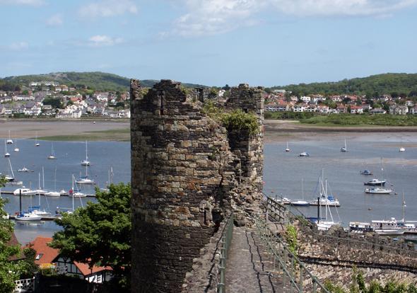 Überaus charmant: Conwy mit seinem Castle und der gut erhaltenen Stadtmauer. (Foto Karsten-Thilo Raab)