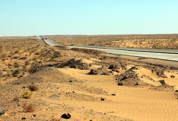 Prägt weite Teile der Landschaft in Usbekistan: die Kysylkumwüste. (Foto Karsten-Thilo Raab)