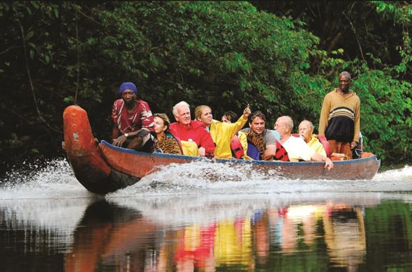 In offenen Langbooten, Koreals genannt, lässt sich der Regenwald in Suriname erkunden. (Foto STS)