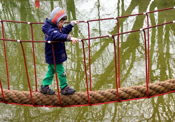 Die Spielflächen für die Kleinen wurden im Maximilianpark geschickt in die Wasserareal mit eingebunden. (Foto Karsten-Thilo Raab)