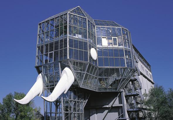 Das Wahrzeichen des Maximilianparks und von Hamm ist der mächtige Glaselefant.