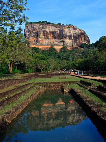 Wahrzeichen von Sri Lanka: der Monolith Sigiriya,  auf dem sich die Ruinen einer historischen Felsenfestung befinden.  (Foto Sri Lankan Tourism)