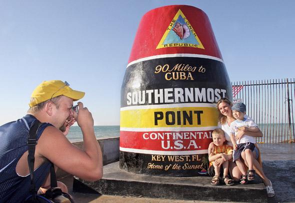 Der Southernmost Point in Key West markiert die Distanz zu Kuba und ist eine der meistfotografierten Landmarken. (Foto Bob O'Neal)