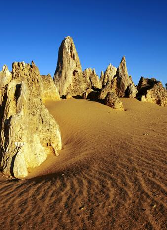 Eine der vielen Naturschönheiten Westaustraliens: die Pinnacles im Nambung National Park. (Foto Tourism Western Australia)