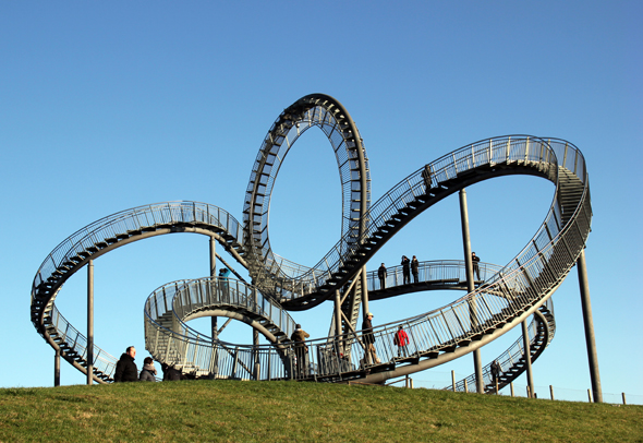 So spektakulär wie Tiger & Turtle anmutet, sind auch die Ausblicke von der Skulptur auf Duisburg. (Foto Karsten-Thilo Raab)