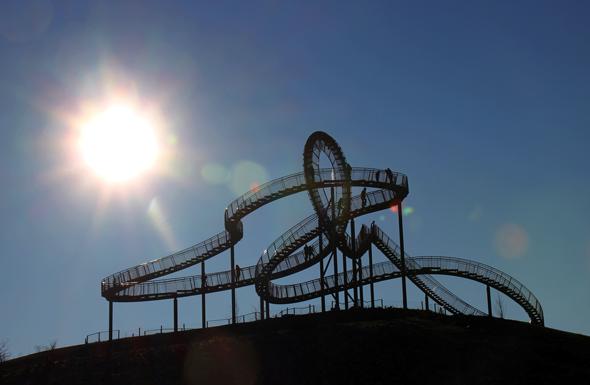 Eine tolle Mischung aus Landmarke und Abenteuerspielplatz: Die Skulptur Tiger & Turtle in Duisburg. (Foto Karsten-Thilo Raab)