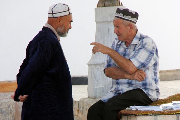 Die meisten usbekischen Männer tragen eine Kopfbedeckung. (Foto Karsten-Thilo Raab)