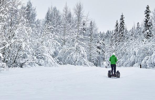 Auch mit dem Segway lässt sich die Winterpracht in Schwedisch Lappland erkunden.