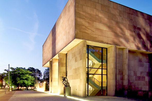 Die außergewöhnliche Architektur und die attraktiven Sonderausstellungen machen die Bielefelder Kunsthalle auch überregional bekannt. (Foto: Marc Detering)