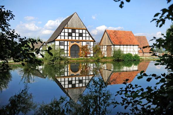 Im LWL-Freilichtmuseum in Detmold bleiben traditionelles Handwerk und Landleben lebendig. (Foto: djd)