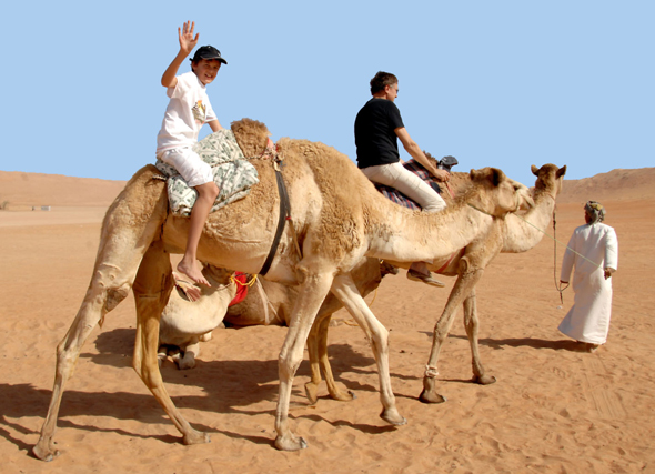 Ein Ritt durch die Wüste ist ein besonderes Urlaubserlebnis im Oman. (Foto: djd)