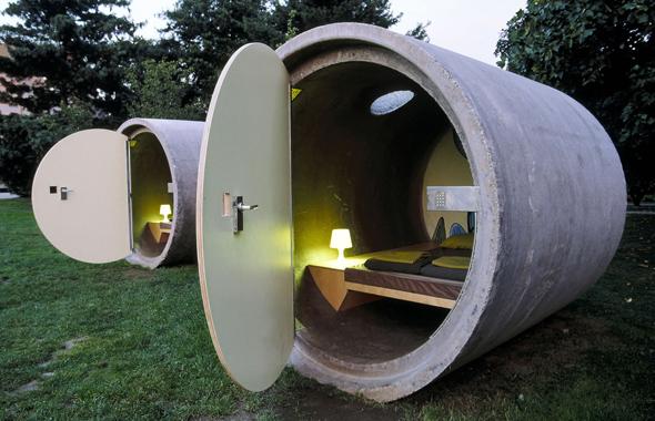 In Bottrop schauen die Gäste des Parkhotels nicht nur in die Röhre, sie nächtigen dort auch. (Foto GFDL)