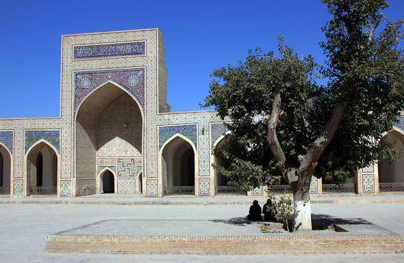 Einer der vielen Prachtbauten in Bukhara: die Kaljan Moschee. (Foto Karsten-Thilo Raab)