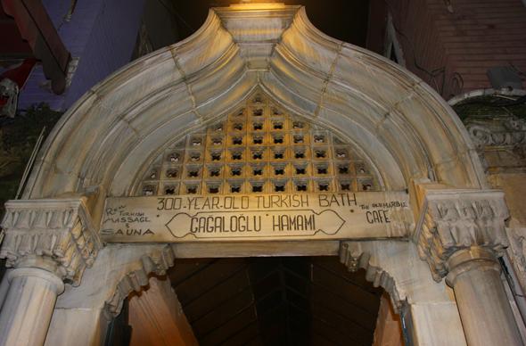 Seit ottomanischer Zeit weitgehend unverändert: das Cağaloğlu Hamam in Istanbul. (Foto Karsten-Thilo Raab)