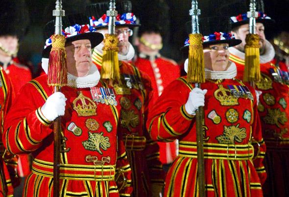 Läuft allabendlich nach demselben Muster ab: die Ceremony ogf the Keys im Tower of London. (Foto HRP/Richard Lea-Hair)