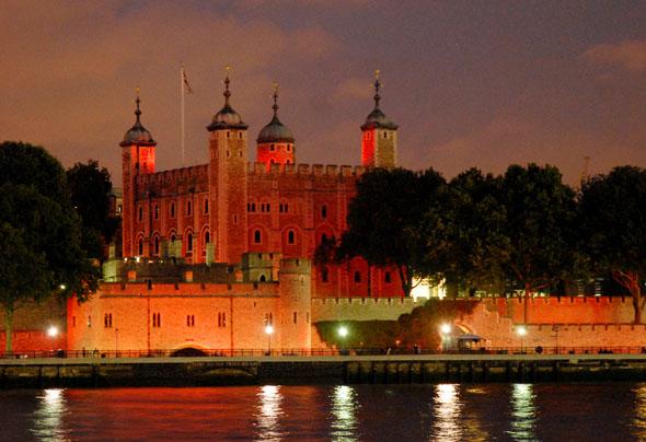 Im Abendlich wirkt der Tower of London fast noch imposanter als im Tageslicht. (Foto HRP/Nigel Iskander)