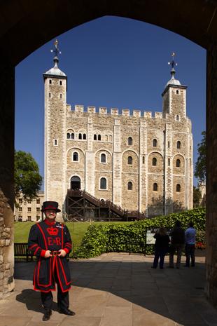Auch wer kein Ticket für die Ceremony of the Keys ergattert, sollte sich den Besuch des Towers nicht netgehen lassen. (Foto Visit Britain)