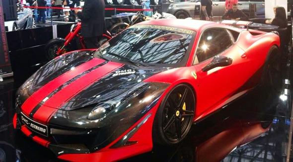 Schnittige Sportwagen sorgen im Grimaldi Forum für besondere Blickfänge.