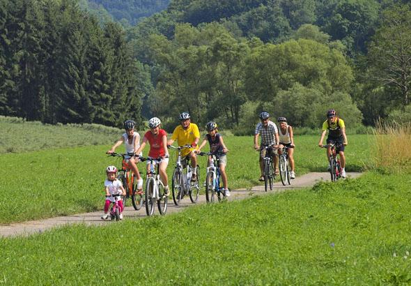 In Hohenlohe gibt es eine Vielzahl an Radwegen. Für Familien mit Kindern und Freizeitradler ebenso wie für sportliche Radler. (Foto: djd)