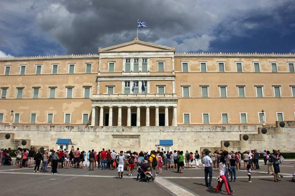 Nicht zuletzt aufgrund der anhaltende Finanzkrise in Griechenland medial im Fokus: das Athener Parlament. (Foto Karsten-Thilo Raab)