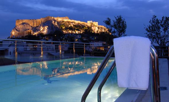 Vom Dach des Electra Hotels in der Plaka bieten sich grandiose Ausblicke auf die Akropolis.