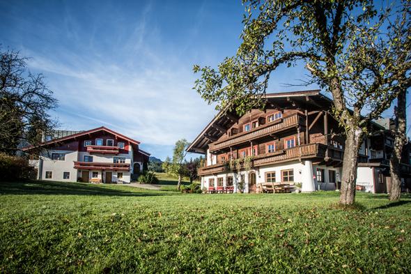 Der charmante Hotelkomplex in Großlehen verteilt sich auf zwei Häuser.