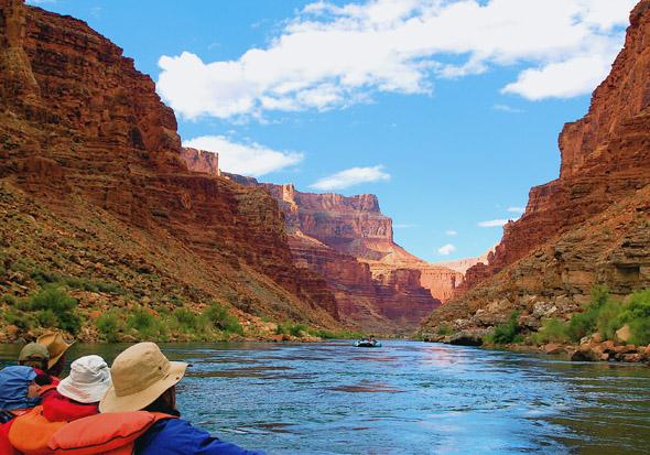 Der Abstieg ans Ufer des Colorado Rivers eröffnet bestechende Aus- und Einblicke in die Canyon-Landschaft.