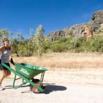 Klarer Fall von Schiebung: Verrücktes Schubkarren-Wettrennen im australischen Outback