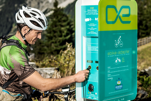Zehn E-Bike-Ladestationen rund um die Bergdörfer Maria Alm, Dienten und Mühlbach sorgen außerdem dafür, dass am Hochkönig niemandem der Saft ausgeht.