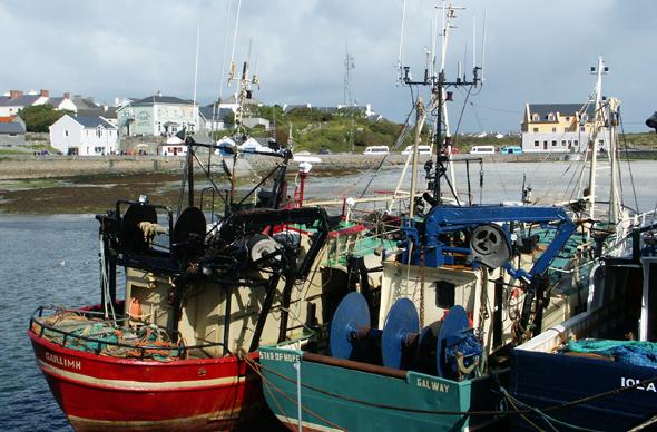 Wichtigster Hafen der kleinen Inselgruppe: Kilronan Harbour. (Foto Karsten-Thilo Raab)