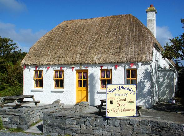 Nicht nur die wenigen Pubs auf den Aran Islands versprühen den Charme des alten Irlands. (Foto Karsten-Thilo Raab)