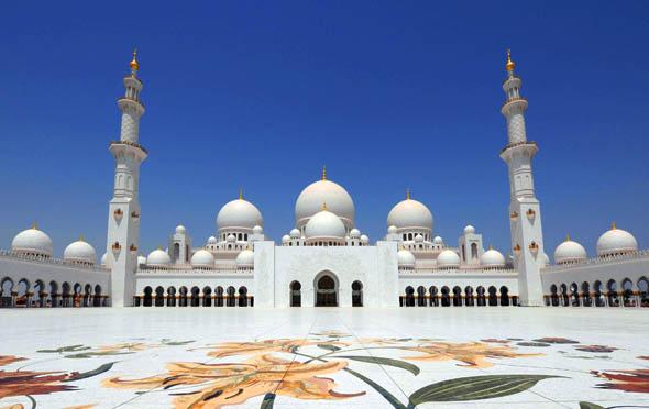 """Wurde für den Kinohit """"Fast & Furious 7"""" ins Bild gerückt: die Sheihk Zayed Grand Moschee."""