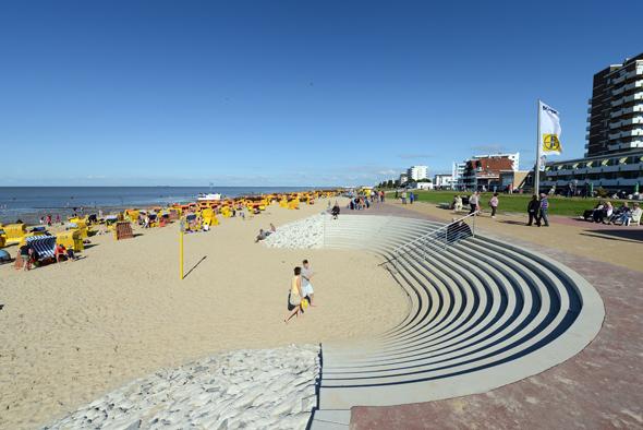 Vier Kilometer lang ist Cuxhavens neue Strandpromenade, die jetzt fertig gestellt wurde. (Foto Martin Elsen)