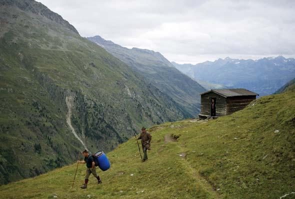 Bauern oberhalb des Bergsteigerdorfes Vent im Naturpark Ötztal. (Foto Tirol Werbung)