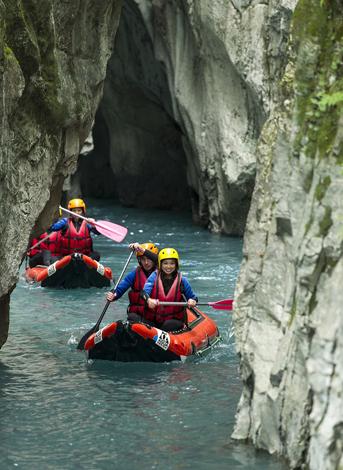 Beim Rafting lassen sich die engen Schluchten der franzöischen Alpen erkunden. (Foto Christian Martelet)