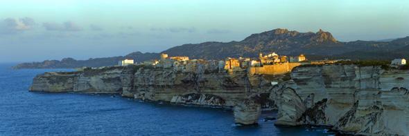 Gebirgig, schroff und doch ungemein einladend gibt sich Korsika an jeder Ecke. (Foto Office Municipal de Tourisme)