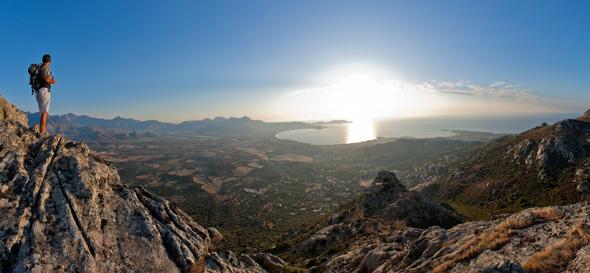 Die Gebirgslandschaft lädt zu ausgiebigen Wander- und Klettertouren ein. (Foto  Office Municipal de Tourisme)