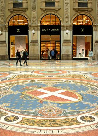 In Mailands Shopping-Tempel ist das Einkaufen auch optisch ein Genuss. (Foto Birgit/Pixelio)