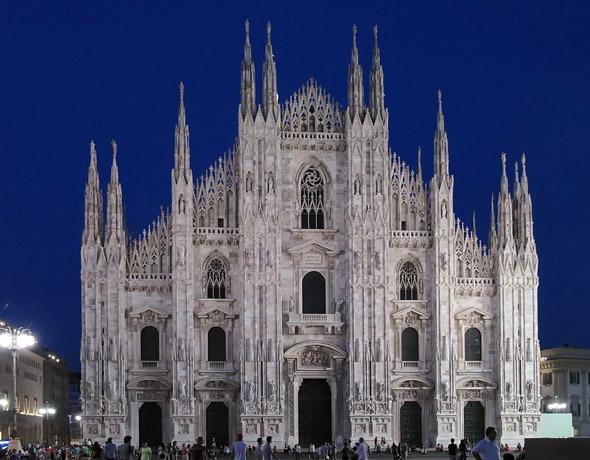 Eines der markantesten und prächtigsten Bauwerke in der norditalienischen Metropole: der Mailänder Dom. (Foto Rosel Eckstein/Pixelio)