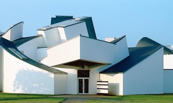 Der Campus des Möbelherstellers Vitra mit dem Vitra Design Museum ist ein Muss für Achitektur- und Designliebhaber. (Foto: djd)
