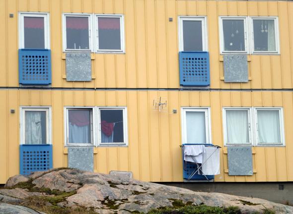 Untrekünfte für Mannschaften und Zuschauer scheiunen in Grönland - wie hier in in Ilulissat - ausreichend vorhanden. (Foto Jerzy Sawluk/Pixelio)
