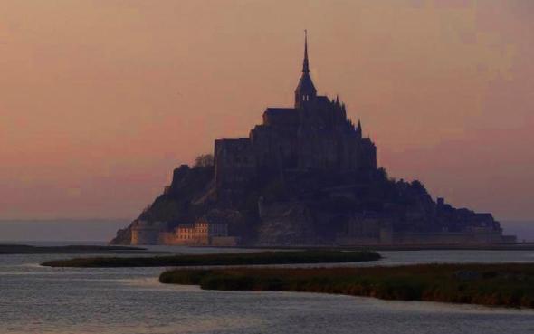 Mehrmals im Jahr ist der Mont Saint-Michel nun wieder komplett vom Wasser umspült. (Foto Eva Tessier)