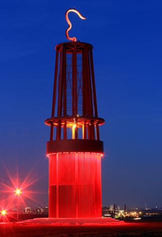 Das Geleucht - eine weithin sichtbare Landmarke auf der Halde Rheinpreußen. (Foto Christiane Grobongardt/Pixelio)